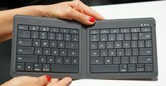 Te presentamos el nuevo diseño de teclado de Microsoft que esta cercano a salir a la venta. Se trata de un modelo universál y portátil que tiene la capacidad de doblarse para ser más compacto y es muy ligero. Este modelo está diseñado para funcionar perfectamente coniPad, iPhone, Android o Windows. ¿Crees que te sería útil? ¿Qué opinas de él? Conoce más en www.microsoft.com/hardware COMPARTE