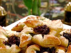 Puff Pastry Pinwheels Filled with Sun-Dried Tomatoes and Pesto Recipe : Michael Chiarello : Food Network Pinwheel Appetizers, Quick Appetizers, Holiday Appetizers, Appetizer Recipes, Holiday Recipes, Puff Pastry Pinwheels, Cooking Channel Shows, Thing 1, Pesto Recipe