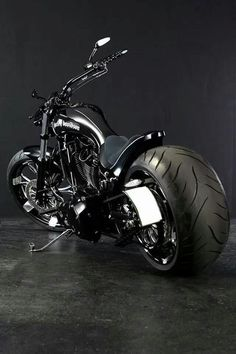 Harley Davidson Bike Pics is where you will find the best bike pics of Harley Davidson bikes from around the world. Motos Harley Davidson, Harley Panhead, Harley Bikes, Custom Choppers, Custom Harleys, Custom Bikes, Harley Davison, Chopper Bike, Cool Motorcycles