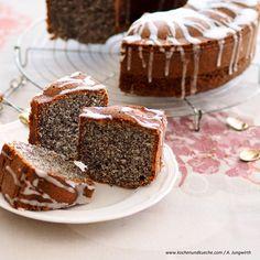Fast yogurt poppy seed cake Source by mareikeeckhardt Condensed Milk Cake, German Cake, Brownies, Poppy Seed Cake, Hungarian Recipes, Something Sweet, No Bake Desserts, Party Cakes, Let Them Eat Cake