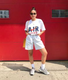 Women fashion Minimalist Michael Kors - Asian Older Women fashion - Women fashion For Summer Hair - Women fashion Winter Street Style Style Casual, Cute Casual Outfits, Summer Outfits, Short Outfits, Stylish Outfits, Streetwear Mode, Streetwear Fashion, Fashion Over 50, Fashion Week