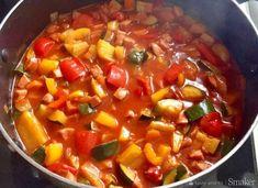 lekkie danie - leczo - przepis ze Smaker.pl Wok, Chili, Salsa, Dinner, Ethnic Recipes, Fitness, Diet, Dining, Chile