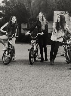 The Haim sisters. so very chic and carefree...yet another reason to love them!