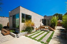 Back Yard - modern - Exterior - Los Angeles - risa boyer architecture L Shaped House Plans, Loft House, Modern Loft, Backyard, Patio, Modern Exterior, House Design, Mansions, Living Room