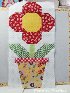 Before starting the tutorial for the Back Porch Blooms quilt block I wanted to share with you my first of 3 quilts planned using the bloc. Quilt Square Patterns, Paper Piecing Patterns, Square Quilt, Pattern Blocks, Diy Quilt, Patchwork Quilt, Quilt Top, Small Quilts, Mini Quilts