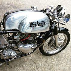 British Motorcycles, Triumph Motorcycles, Vintage Motorcycles, Motorcycle Types, Cafe Racer Motorcycle, Cafe Bike, Triumph Cafe Racer, Cafe Racers, Hot Bikes