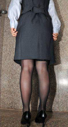 Pantyhose Outfits, Stockings Heels, Nice Legs, Beautiful Asian Women, Asian Woman, Leather Skirt, Tights, Mini Skirts, Black