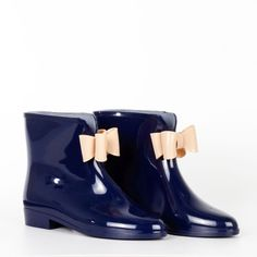How cute are these short rain boots?