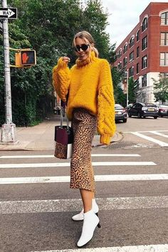 Surely one of the best combinations ever? Jumper Outfit, Skirt Fashion, Boho Fashion, Womens Fashion, Fashion Hats, 1950s Fashion, Fashion 2017, Classy Outfits, Chic Outfits