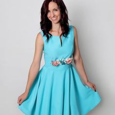 8f4912ed15 Vestido fiesta corto azul con prendido floral. Vestido de invitada a boda  de día