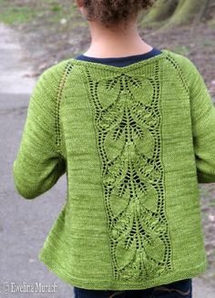 Leaf Lace Cardigan (kids) Leaf Lace Cardigan is a light top-down raglan cardigan, made in fingering yarn, with an eye-catching leaf lace panel at the back. Kids Knitting Patterns, Christmas Knitting Patterns, Kids Patterns, Knitting For Kids, Crochet Patterns, Lace Knitting, Knit Crochet, Pull Bebe, Fingering Yarn