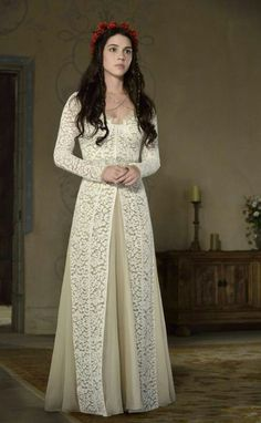 """Reign """"Snakes in the Garden"""" promotional picture - Mary Queen of Scots (Reign) Photo - Fanpop Reign Dresses, Royal Dresses, Prom Dresses, Medieval Dress, Medieval Fashion, Reign Tv Show, Reign Fashion, Queen Dress, Fantasy Dress"""