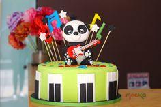 Celebrando el cumpleaños con este Osito Panda   #TortaInfantil  Pedidos: 3006080239   info@mocka.co   (1) 4583915  www.mocka.co  #mocka #pasteleria #cakeshop #bakery #pasteleriabogota #cake #ponque #torta #pastel #ponquetematico #artenazucar #birthday #birthdaycake #ponquecumpleaños #cumpleaños #tortacumpleaños #ponqueoso #oso #panda #osopanda #cakeoftheday
