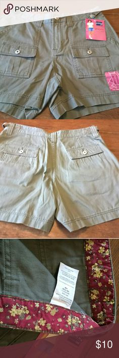 Riders by Lee Midlength Khaki Shorts New with tags Misses size 10 Lee Shorts