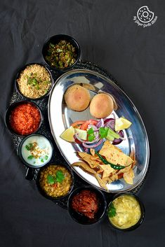 Dal Baati Churma is the most popular dish of Rajasthani cuisine. This meal of Churma, Dal and Baati is an esteemed part of every Rajasthani home. Dal Bati Recipe, Dhal Recipe, Easy Cooking, Healthy Cooking, Cooking Recipes, Vegetarian Lunch, Vegetarian Recipes, Healthy Recipes, Rajasthani Food