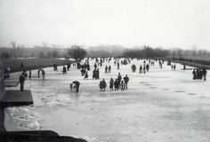 The River Thames in London England all frozen over in 1894 Victorian Life, Victorian London, Vintage London, Old London, Victorian History, East London, London Pictures, London Photos, Old Pictures