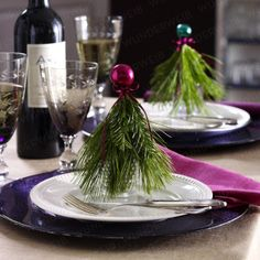 Fun & easy idea to set the Christmas table.