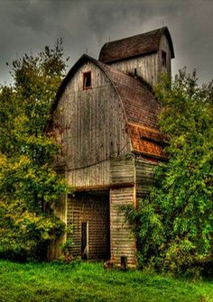 Love this style of barn. Looks like a mini of same barn on top for air circulation.