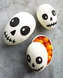 Make a fun and yummy Halloween Hunt. Recycle plastic Easter eggs to make these Halloween skeletons and fill with candy. or just make a bowl in a centerpiece for halloween decor. Bonbon Halloween, Fröhliches Halloween, Halloween Treat Bags, Halloween Skeletons, Holidays Halloween, Halloween Favors, Halloween Drawings, Halloween Goodies, Halloween Pictures