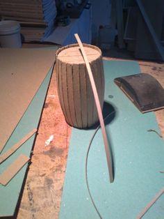 Foro de Belenismo - Paso a paso -> Como hacer un tonel con carton Miniature Crafts, Wine Parties, Woodworking, House, Inspiration, Buildings, Home Decor, Model, Projects
