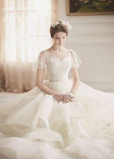 f22b6b4e4e7f 18 Vintage-Inspired Puff Sleeve Wedding Dresses That Make A Timeless  Statement! Abiti Da Sposa ...