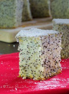 Prajitura cu mac este o prajitura foarte cunoscuta si apreciata, un blat pufos cu o savoare aparte data de prezenta macului...