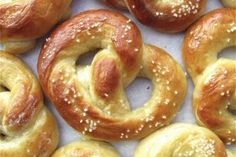 Made these yesterday for national pretzel day and O. Hot Buttered Soft Pretzels:step-by-step directions and tips. Homemade Pretzels, Pretzels Recipe, Soft Pretzels, Baking Soda Bath, Good Food, Yummy Food, King Arthur Flour, The Best, Pasta