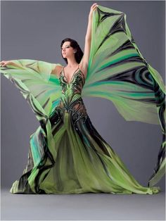 Wow! This looks more Vogue Magazine than belly dance to me, but it is stunning!
