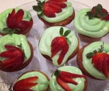 Rekorderlig strawberry-lime cider cupcakes with lime cream cheese frosting - Recipe Community