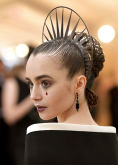 Lily Collins attends the Heavenly Bodies: Fashion & The Catholic Imagination Costume Institute Gala on May 7, 2018 in New York City.️