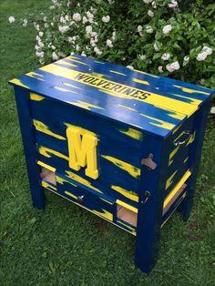 University of Michigan wood cooler. Wood Cooler, Diy Cooler, Drink Coolers, Building Ideas, Toy Chest, Storage Chest, Michigan, Etsy Seller, University