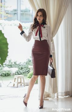 Lovely Ladies in Leather: Miscellaneous Leather Leather Pencil Skirts (Part Asian Woman, Asian Girl, Korean Blouse, Moda Formal, Beautiful Blouses, Sexy Skirt, Look Chic, Skirt Outfits, Leather Fashion