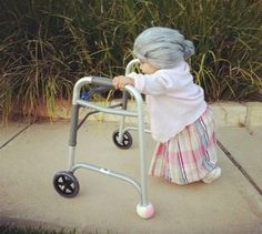 OMG OMG this is such an adorable Halloween costume! Guess what my nephew will be dressed as next year! haha Little Old Lady Halloween Costume Old Lady Halloween Costume, Toddler Halloween Costumes, Halloween Kids, Funny Halloween, Halloween Clothes, Kid Costumes, Homemade Halloween, Children Costumes, Halloween Makeup