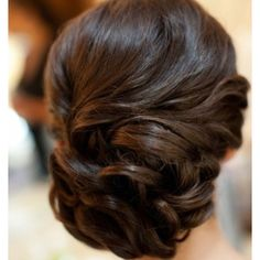 Pretty wedding hair, for you ladies getting married.  Maybe at my vow renewal?! lol ;)