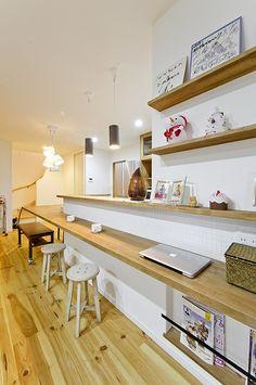 ウッドデッキが家族を繋げる家~La maison du ratio d'or Interior Decorating, Interior Design, Japanese House, Home Decor Accessories, New Kitchen, Natural Interior, Home Kitchens, Coffee Shop, House Design