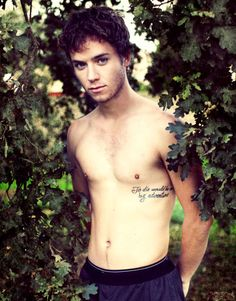 "Jeremy Sumpter, the star of Peter Pan loved the beloved fairytail so much he decided to get a great quote from the book tattooed on his side, ""To Die Would Be an Awfully Big Adventure"". Great movie by the way. not to mention JEREMY SUMPTER SHIRTLESS! Look At You, How To Look Better, Tatuaje Peter Pan, Jeremy Sumpter Peter Pan, Rock And Roll, Peter Pan Quotes, The Maxx, Books For Boys, Hot Actors"