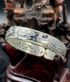Bracelet jonc argent 999/1000ème (poinçonné Ag999), phénix, feng shui. Feng Shui Jewellery, Symbole Protection, Cuff Bracelets, Symbols, Silver, Jewelry, Jewlery, Jewerly, Schmuck