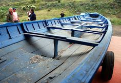 Bote Baleeiro vai ser recuperado. « Notas « Santa Maria Açores-Baleinière est récupérée. 6 avril 2012 admin SMAZ publicité annonces 0 commentaires  Déjà annoncé ici; dès réception par le Club Naval de deux baleinières, maintenant nous sommes heureux d'enregistrer avec beaucoup de satisfaction, qui n'est plus l'entrepôt de pièces et de commencer le voyage vers la mer ; Cette mer qui fournis beaucoup d'histoires qui ont risqué la vie souvent en échange de presque rien.  Texte et images : CNSM