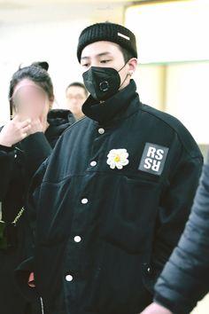 Vip Bigbang, Daesung, G Dragon Top, Bigbang G Dragon, Jiyong, Canada Goose Jackets, Bangs, Korean Fashion, Winter Jackets