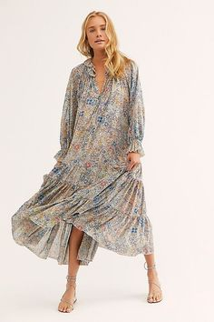 Presented by Free People. In 3 colors. Flowy floral maxi dress featuring a tiered skirt with a V-neckline and voluminous sleeves. A fun, flowy, and flirty look. Vestidos Flowy, Vestido Maxi Floral, Clubbing Outfits, Summer Outfits, Summer Dresses, Popular Dresses, Street Style Looks, Free People Dress, Boho Fashion