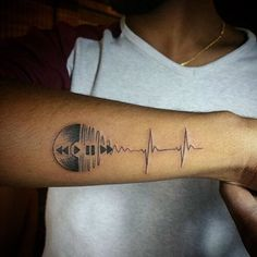 tatuajes de musica para hombres en brazo