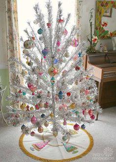 16 retro Christmas decorating All Stars - and a krampus - Retro Renovation