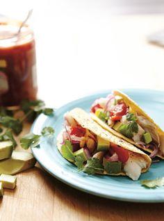 Tacos au poisson sur la plaque Recettes   Ricardo - vite fait. Ajouter des épices chili sur le poisson