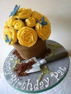 Sponge flower pot and cupcakes