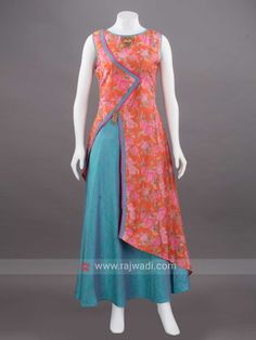 Offers you to attract compliments by draping this flower print double layered long Kurti made from Art Silk fabric in Multicolor. It has fancy brooch at yoke and waist to add a smart look. Salwar Designs, Kurta Designs Women, Kurti Designs Party Wear, Silk Kurti Designs, Salwar Pattern, Kurta Patterns, Dress Patterns, Party Kleidung, Batik Fashion