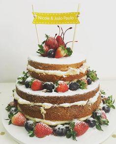 Cada nakedcake uma história 💛 e um motivo pra celebrar a vida, o amor e a amizade. Aonde tem bolo tem sempre pessoas em volta de uma mesa sendo felizes 🙏🏻 #gratidão #paz #amor #alegria #amizade  #felicidade ✨#cake #cakedesign #design #confeitaria #doce #dessert #gastronomia #cakestagram #love #bday #wedding #miniwedding #nakedcake #cakestagram #gateau #gastronomiagourmet #instacake #rj #niteroi #feitocomamor #patisserie #sweet #douçura #sobremesas #instafood
