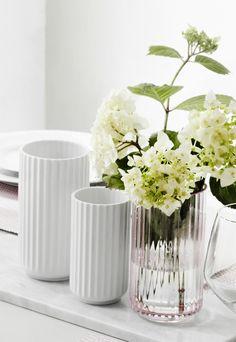 Dæk op med smukke Lyngby vaser. #inspirationdk #lyngby #lyngbyporcelæn #vaser #glas #white