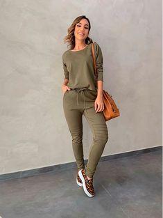 Fashion Line, Girl Fashion, Fashion Outfits, Womens Fashion, Basic Outfits, Sport Outfits, Athleisure Outfits, Casual Winter Outfits, Casual Looks