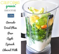 California Greenin' Smoothie.  A tasty, nutrient-packed green smoothie!