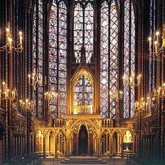 Sainte Chapelle  Paris - It is on the Ile de la Cit� island, in the very centre of Paris, that we find the Sainte-Chapelle. King Louis IX had this chapel built in the 1240s to house the relics of the Passion of Christ.     With its fifteen glass panels and its large rose window that forms a spectacular wall of light, the Sainte-Chapelle is unquestionably a jewel of Gothic art.